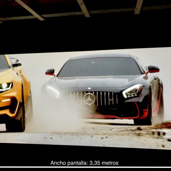 Smart profesionalna barva za steno projektor v uporabi v eni izmed španskih podjetij.