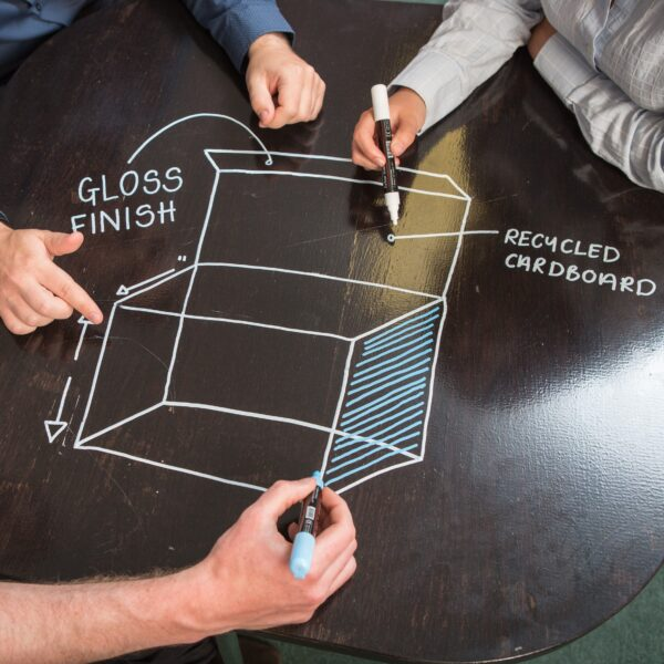 Piši briši barva transparentna pisarna na mizi mali za kavo.