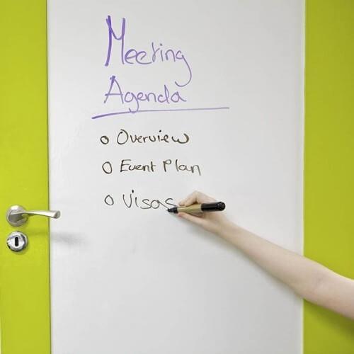 Izdelek soba za sestanke prekrita vrata s smart samolepilno belo piši briši folijo.