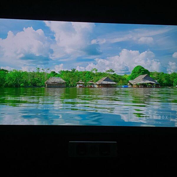 Slika uporabnika zaslona z barvo za steno projektor kontrast , hišice ob vodi.